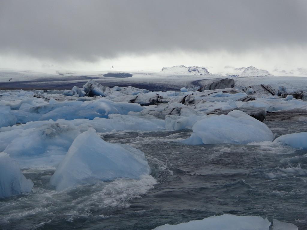 И потичат айсбергите към океана