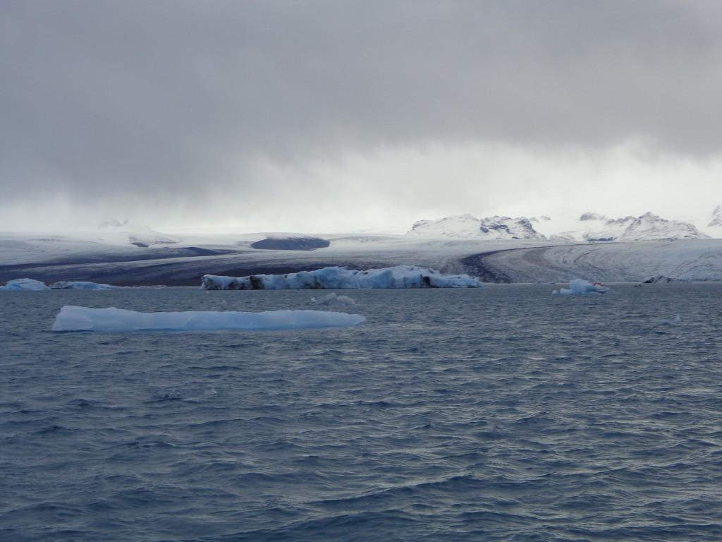 Леденият език Брейдамеркюрйокутл принадлежи на най-големия по обем европейски ледник Ватнайокутл
