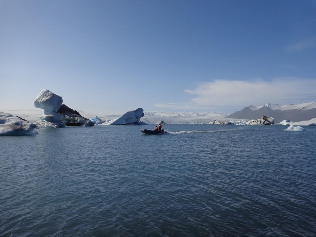 За по-авантюристичните туристи има и разходка с лодка