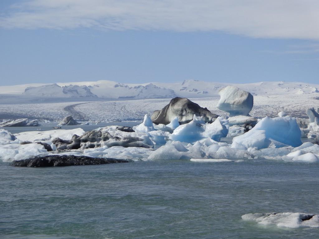 Айсберги в ледената лагуна Йокулсарлон