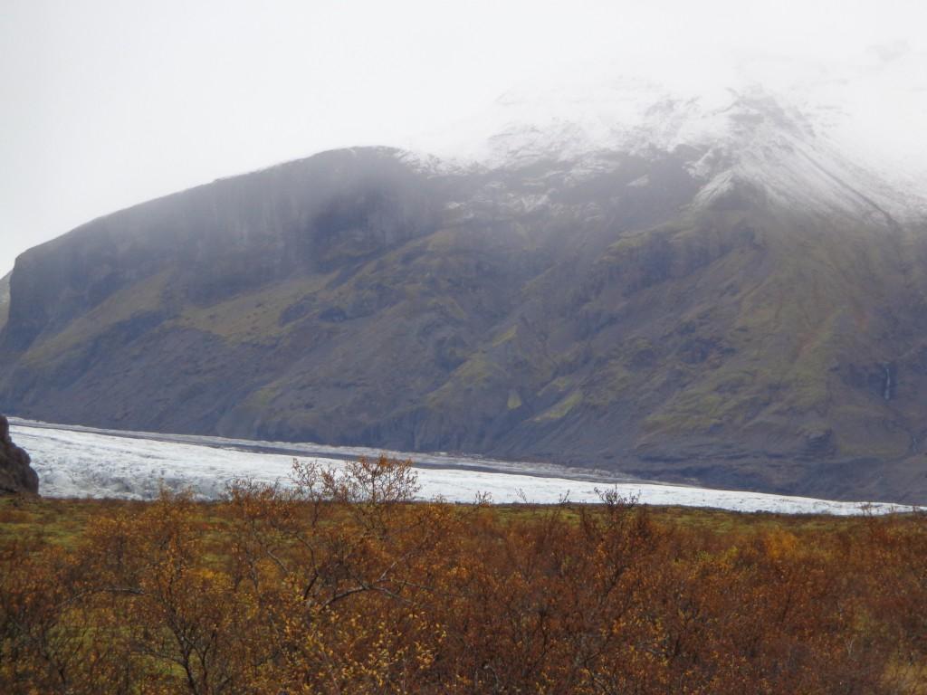 Поглед към ледника Ватнайокутл от Национален парк Скафтафел