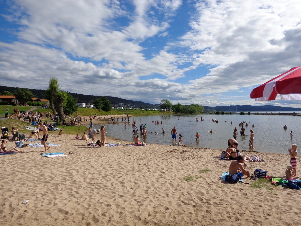 Грена се намира се в югоизточната част на второто по големина шведско езеро Ветерн