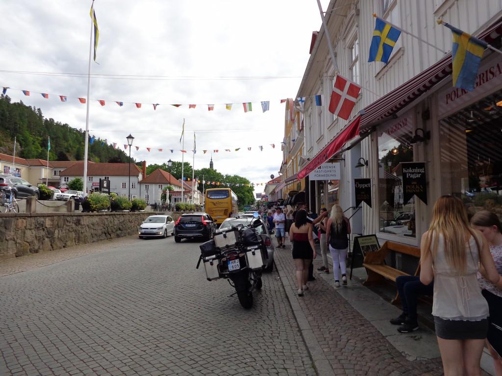 По главната улица на град Грена