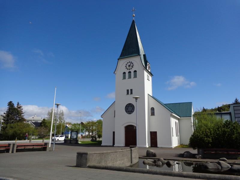 """Като викингско заклинание красива е исландската фонетика - """"Хапнарфярдаркиркя"""""""
