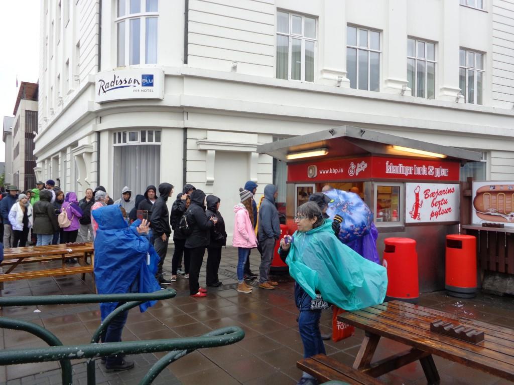 """Исландската икона """"Беяринс безту"""" - с най-добрия хотдог в страната"""