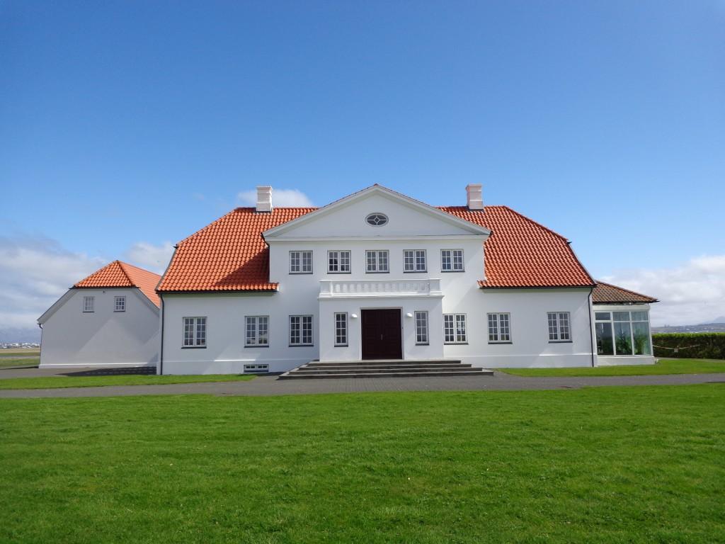 Скромната резиденция на исландския президент в Бесастадир