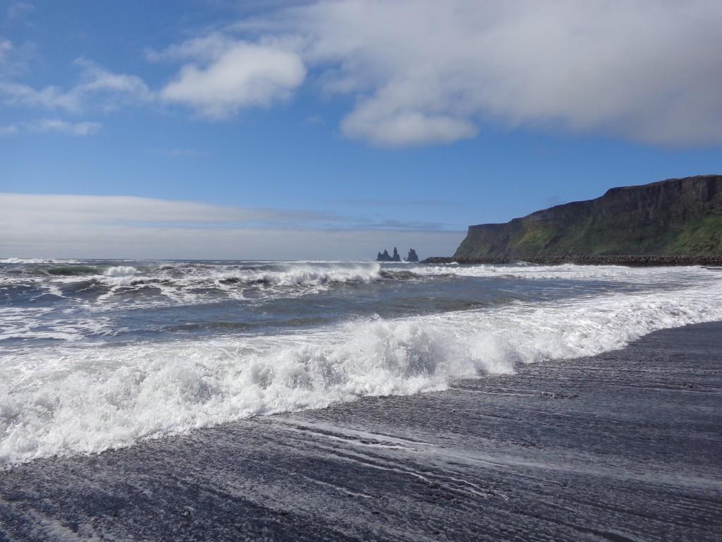 Планината Рейнисфятл и черните плажове Рейнисфяра