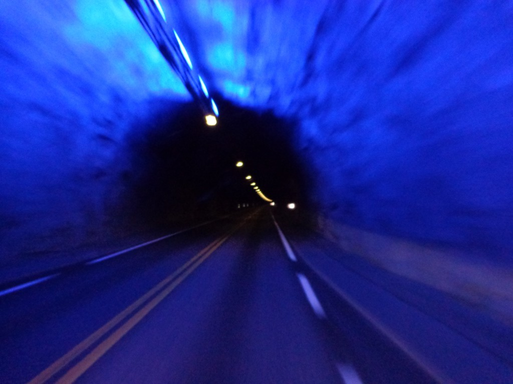 """Тунелът """"Лаердал"""" - напускаме една от трите """"пещери"""""""