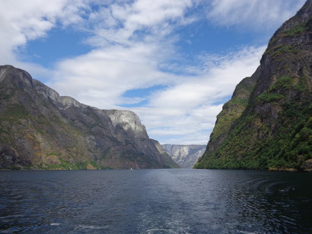 По Нерьойфиорд - най-живописната част на Зогнефьорд