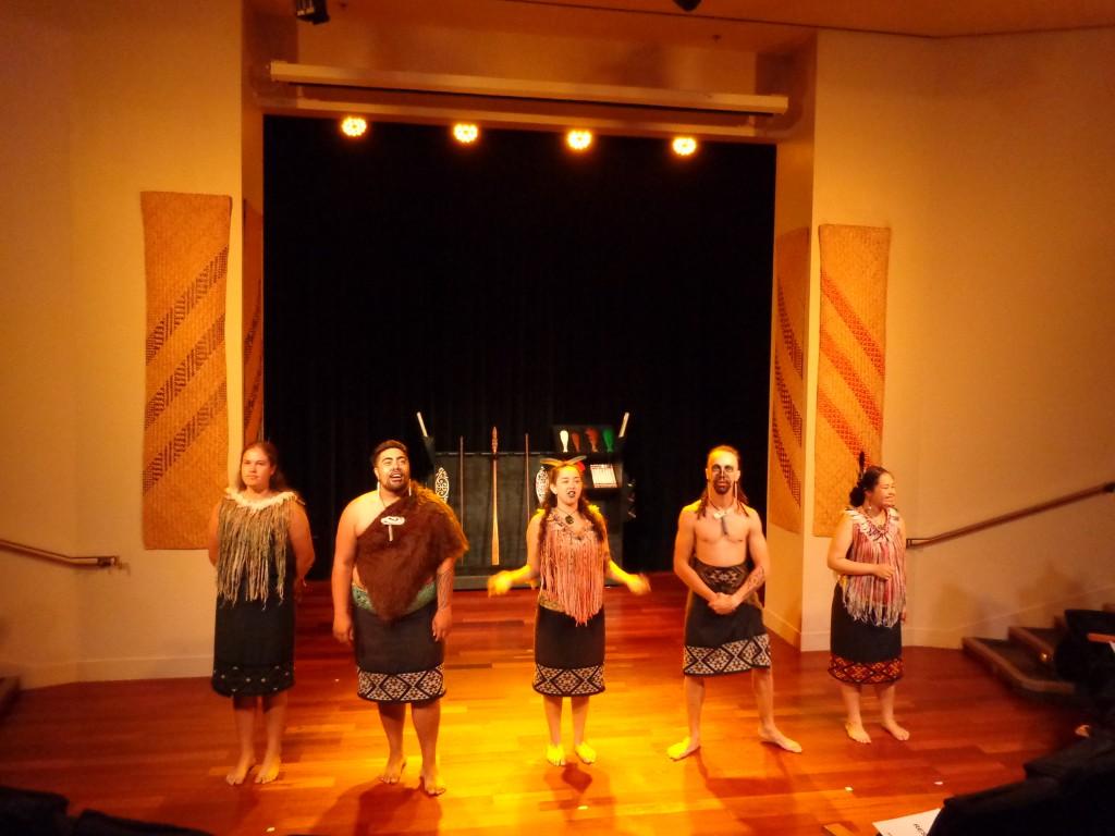 Окланд, представление на маори във Военния музей