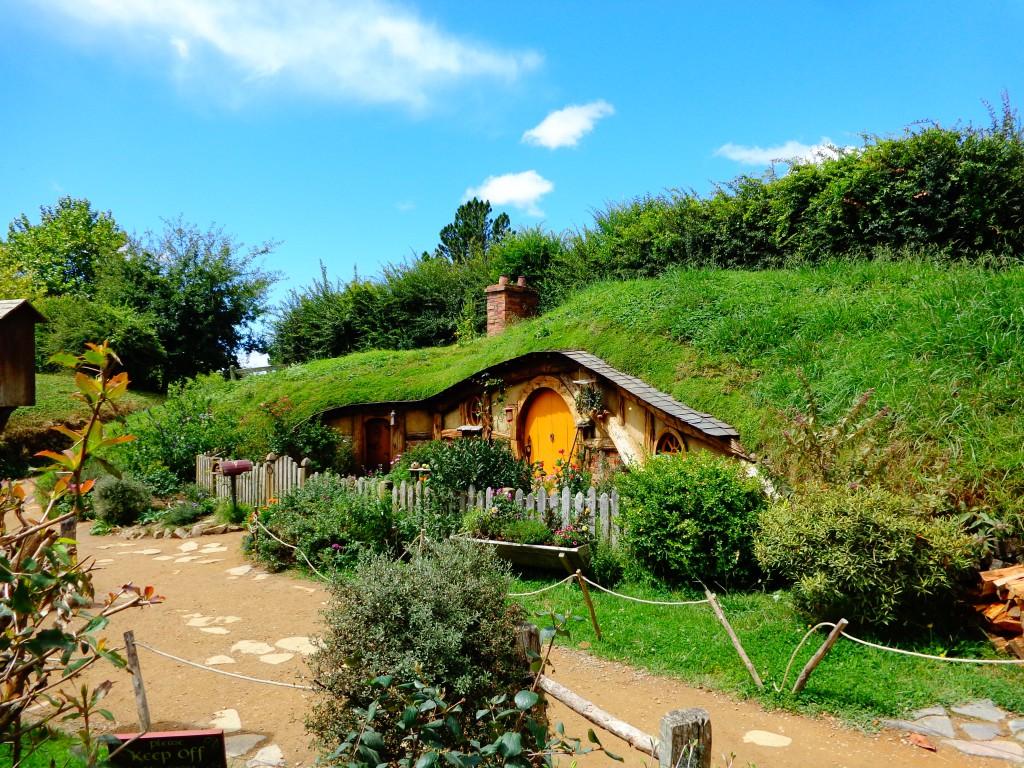 """Нова Зеландия, филмов комплекс """"Хобитън"""", къщи на хобити"""