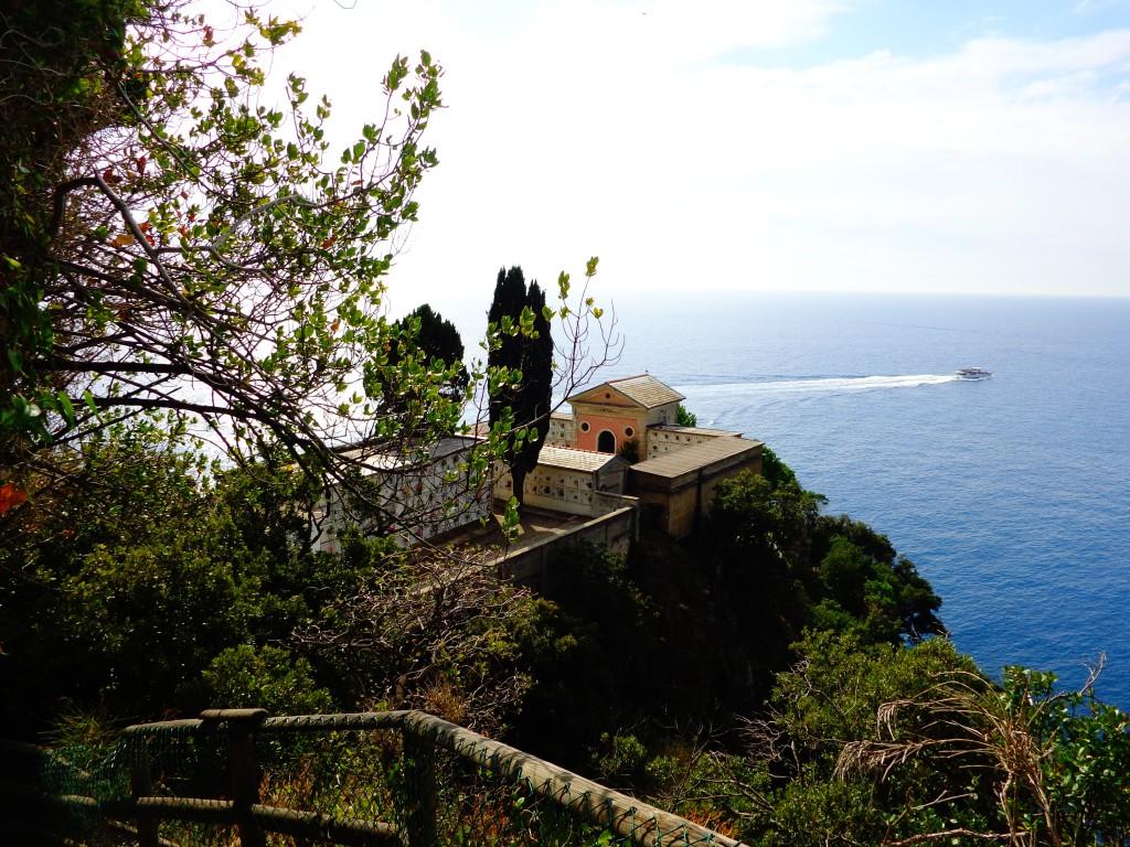 Чинкуе тере, красивото гробище на Манарола