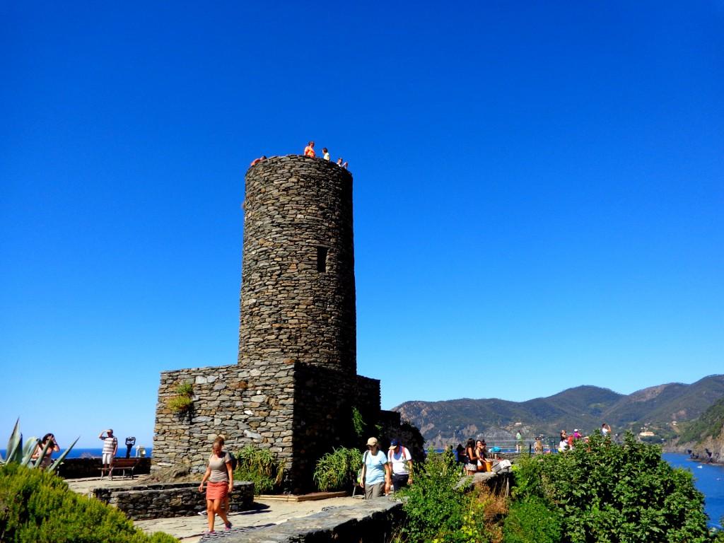 """Чинкуе тере, Вернаца, цилиндричната кула на замъка """"Дория"""""""