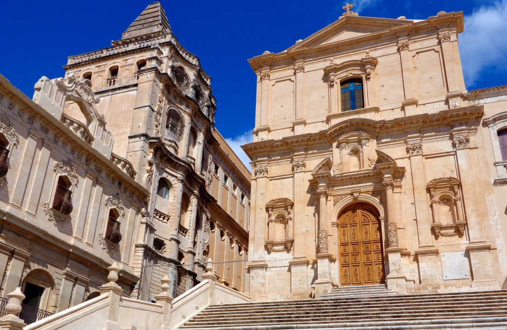 """Ното, Църквата """"Сан Франческо ал имакулата"""" и манастирът """"Сантисимо Салваторе"""""""