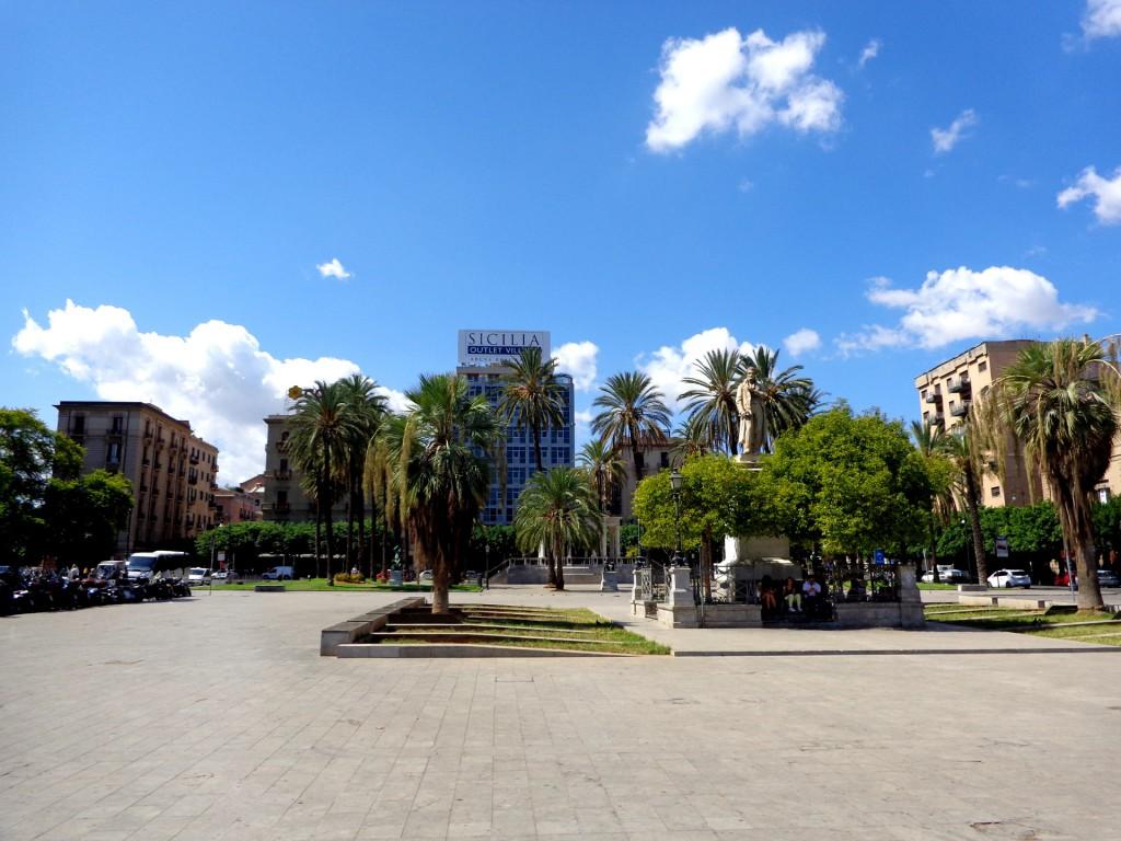 "Палермо, площад ""Кастелнуово"""