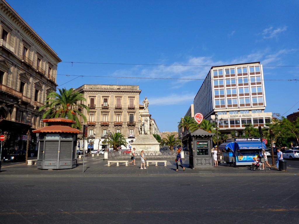 """Катания, ул. """"Етнеа"""" с паметника на Белини и бул. """"Сицилия"""""""