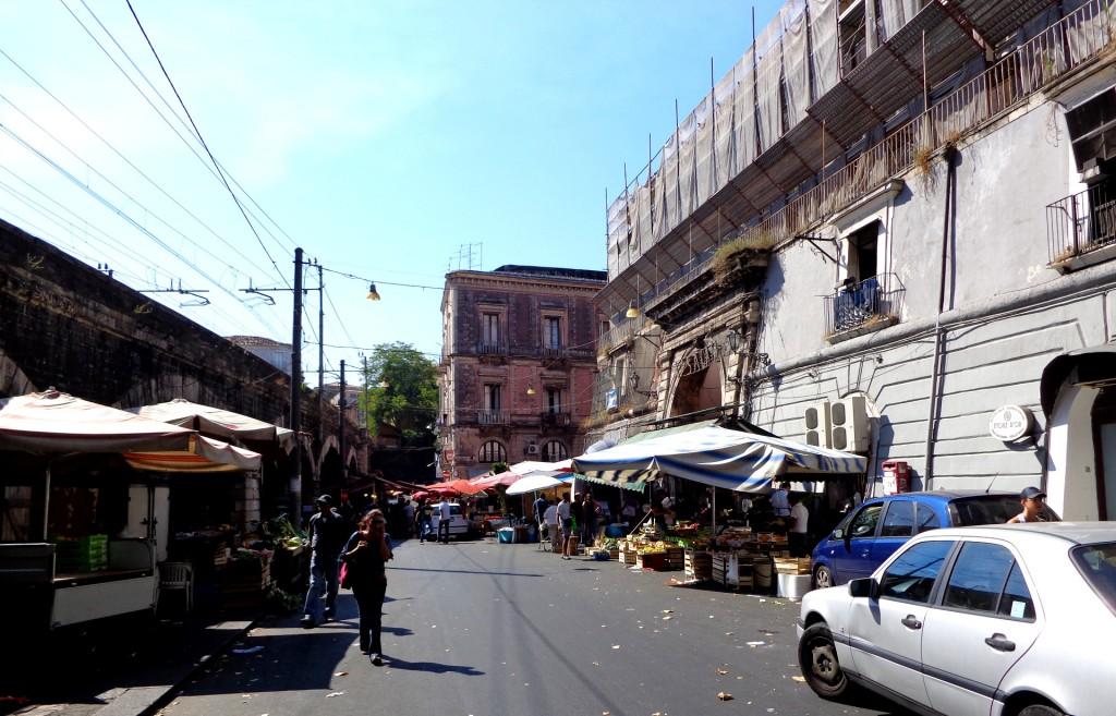 По пазарите на Катания