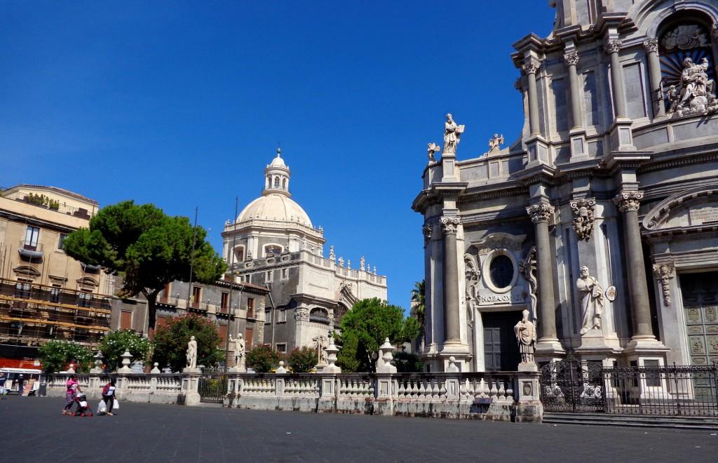 Катедралният площад на Катания