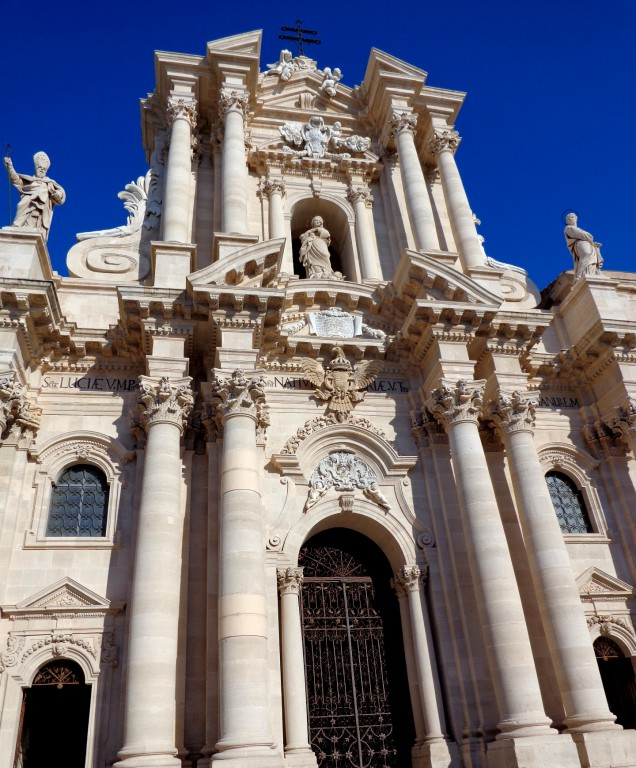Катедралата на Сиракуза, фасада