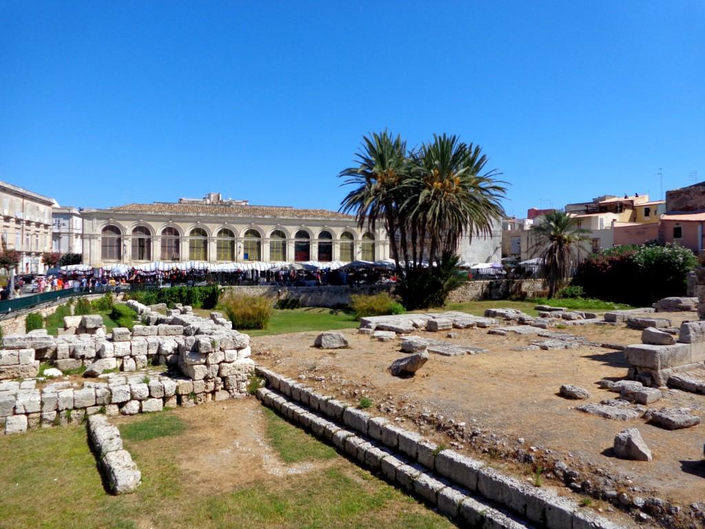 """Сиракуза, остров Ортиджа, пл.""""Панкали"""" и останките от храма на Аполон"""