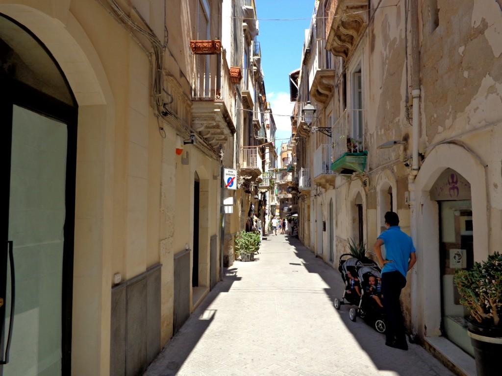 Улица в Ортиджа, стария град на Сиракуза