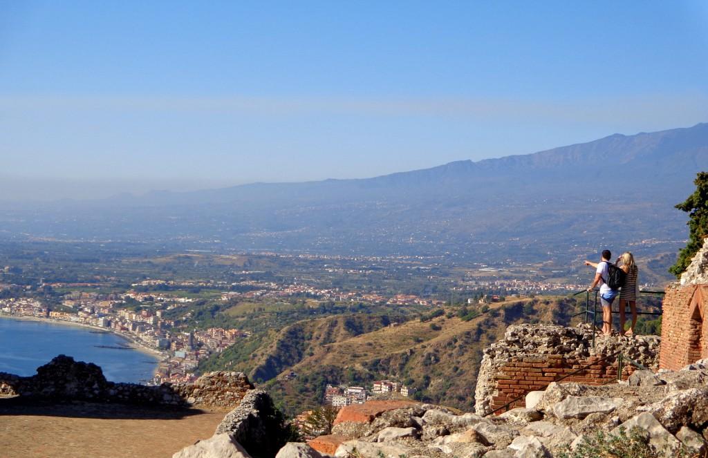 Поглед от Таормина към Йонийско море