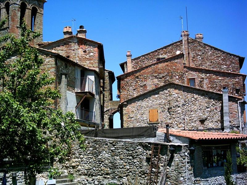Камъкът - градивен елемент в Ангиари и цяла Тоскана