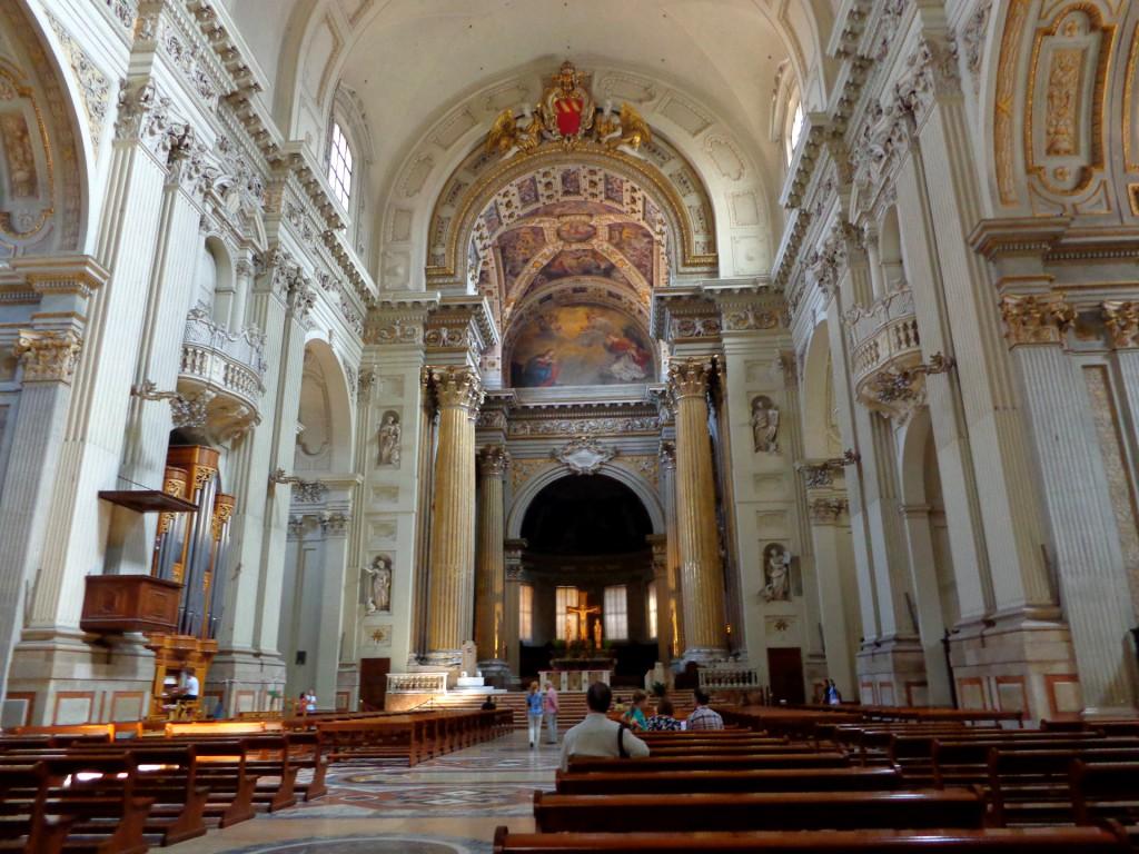 """Болоня, интериор на бароковата катедрала """"Свети Петър"""""""