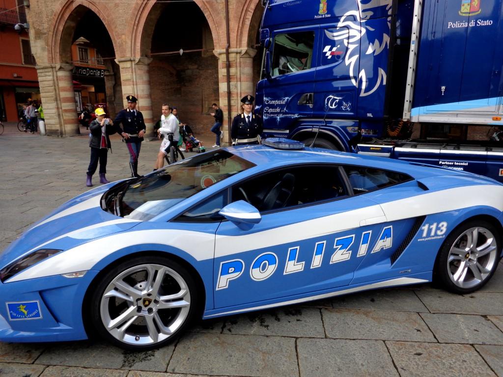 """Пътната полиция на Болоня използва """"Ламборгини Гаярдо LR-560-4"""""""