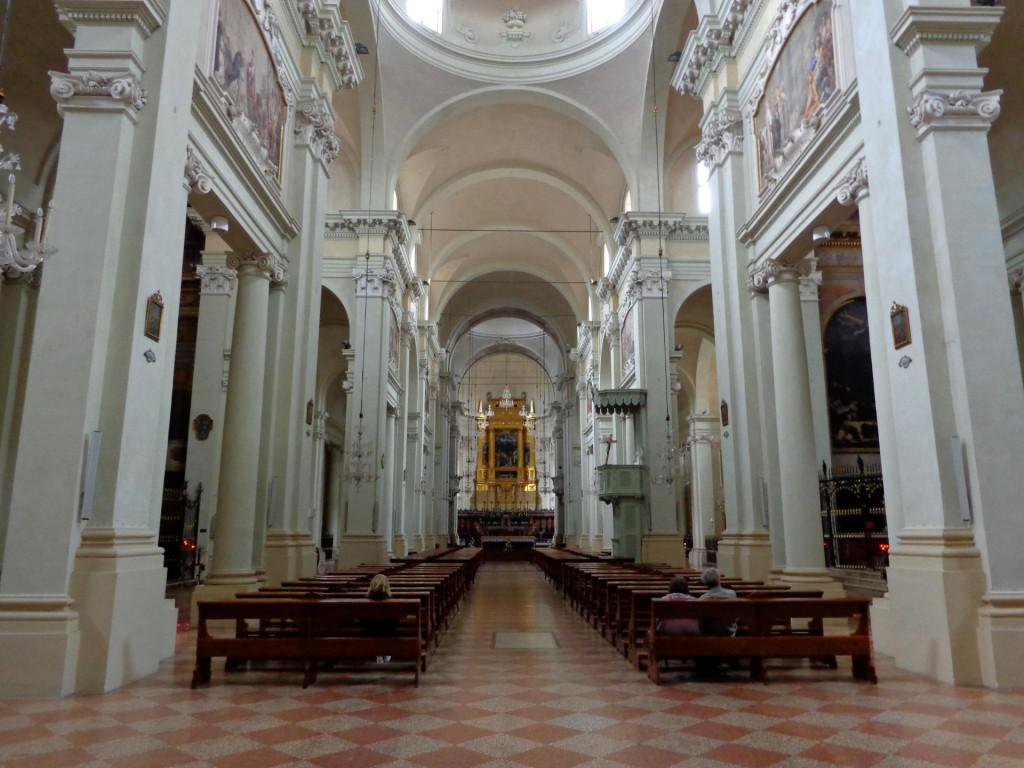 """Болоня, интериор на базиликата """"Сан Доменико"""""""