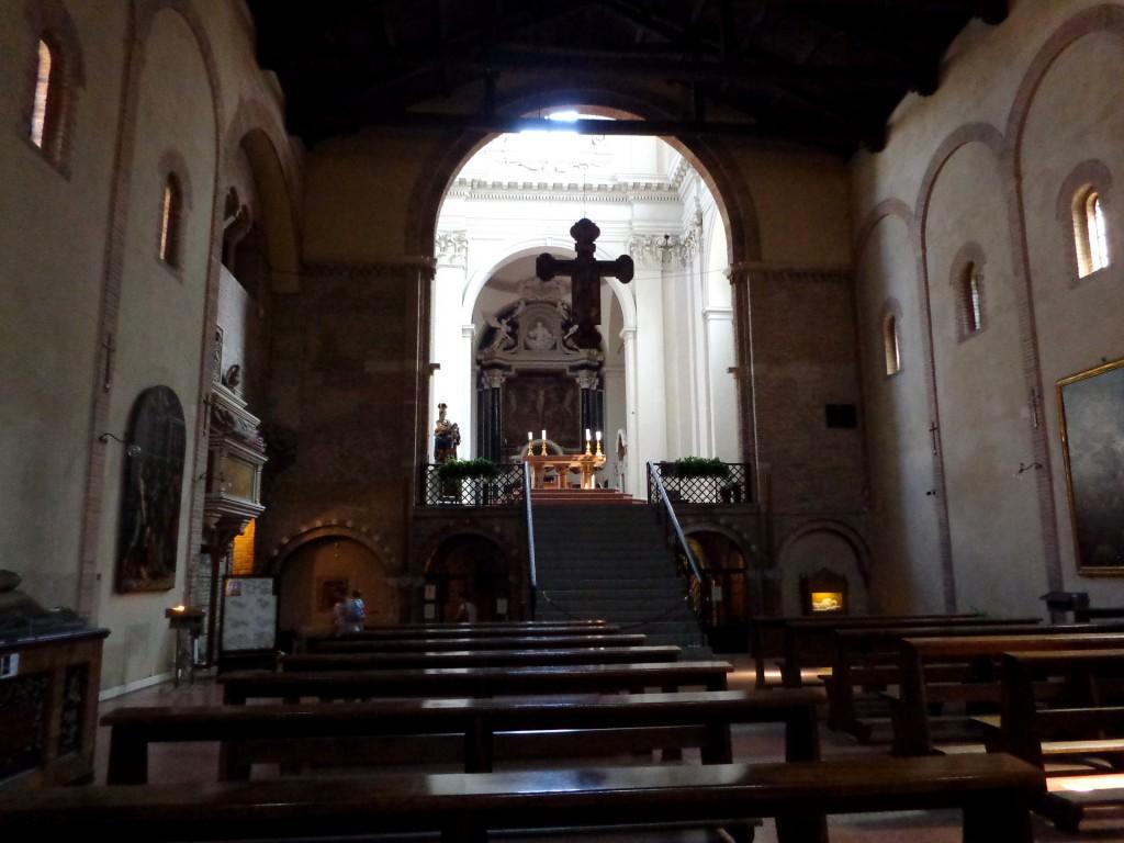 """Болоня, интериор на базиликата """"Свети Стефан"""""""