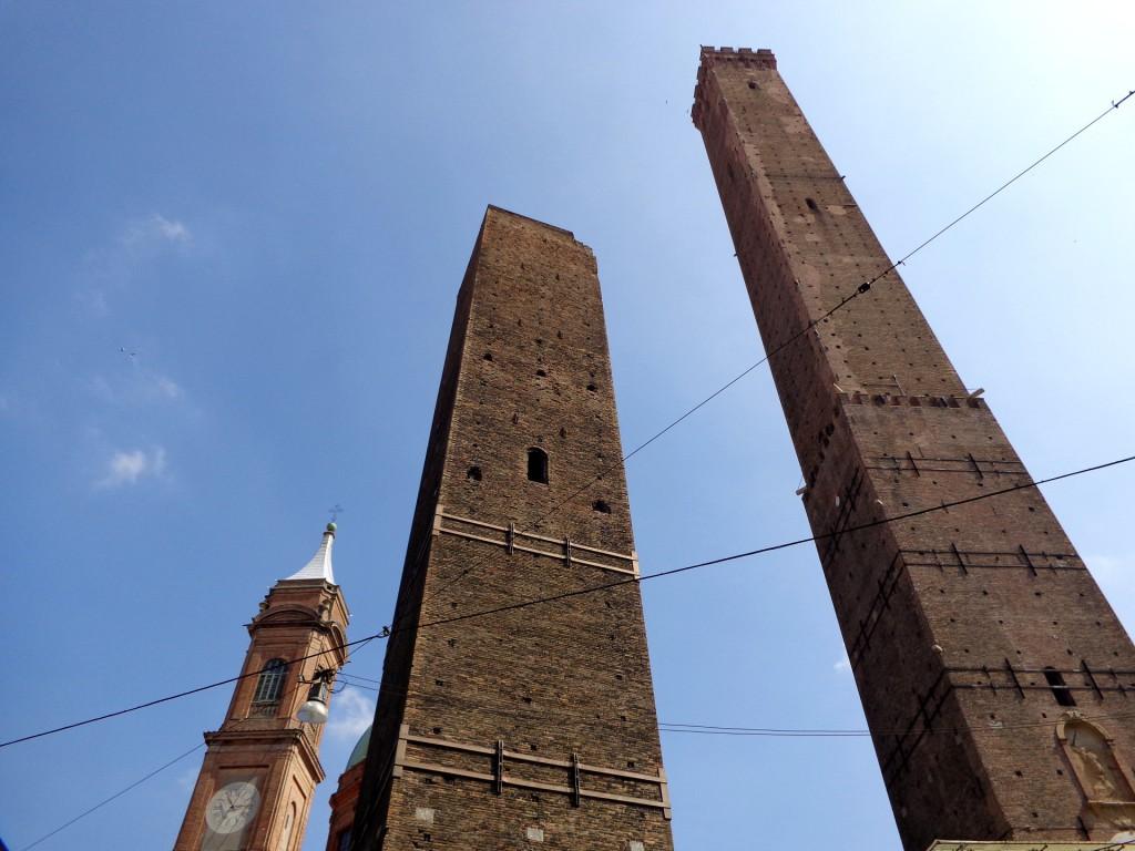 Символите на Болоня: кулите Гаризенда и Азинели