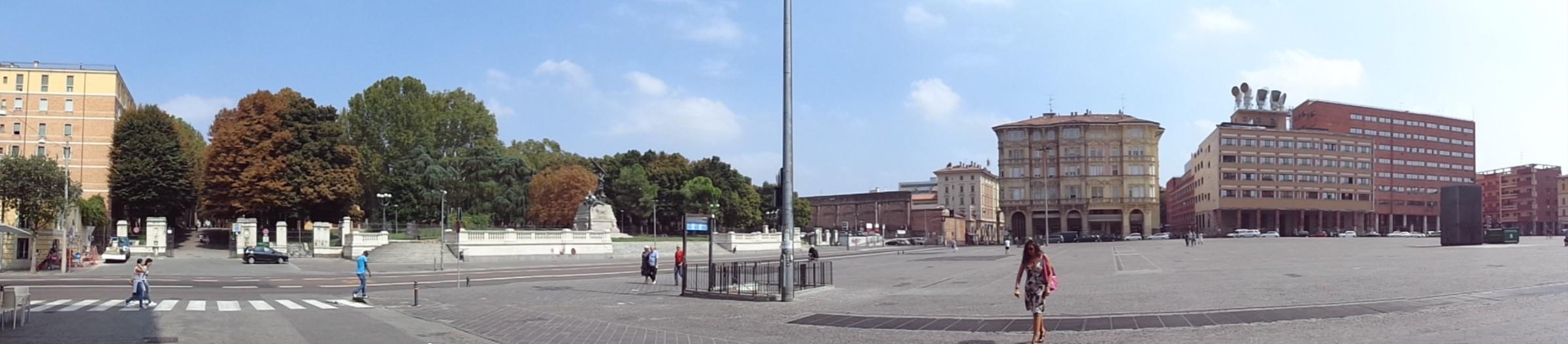 "Болоня, площад ""VIII август"""