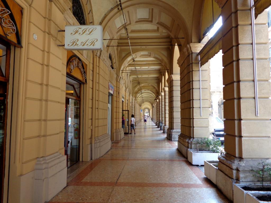 Общата дължина на портиците в Болоня е 38 - 40 км