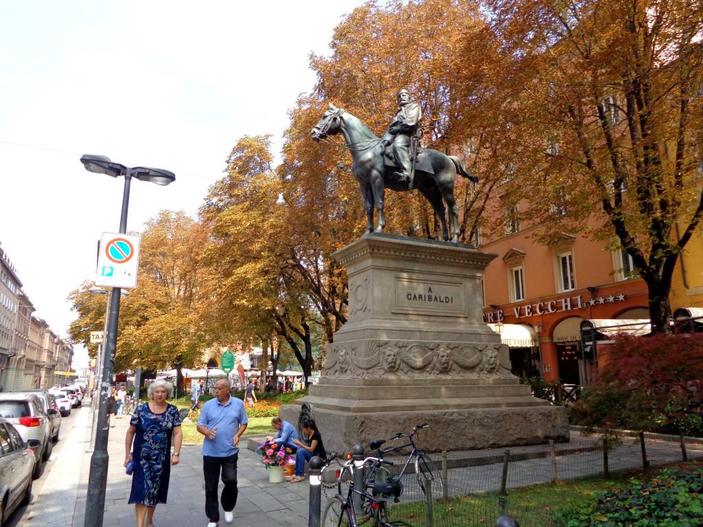 Болоня, Конната статуя на Джузепе Гарибалди