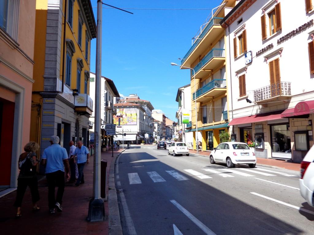 """Монтекатини терме, по главната улица """"Матеоти"""""""