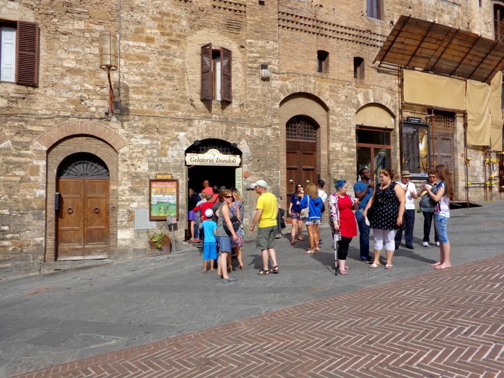 Прочутият сладоледен салон на Серджо Дондоли в Сан Джиминяно