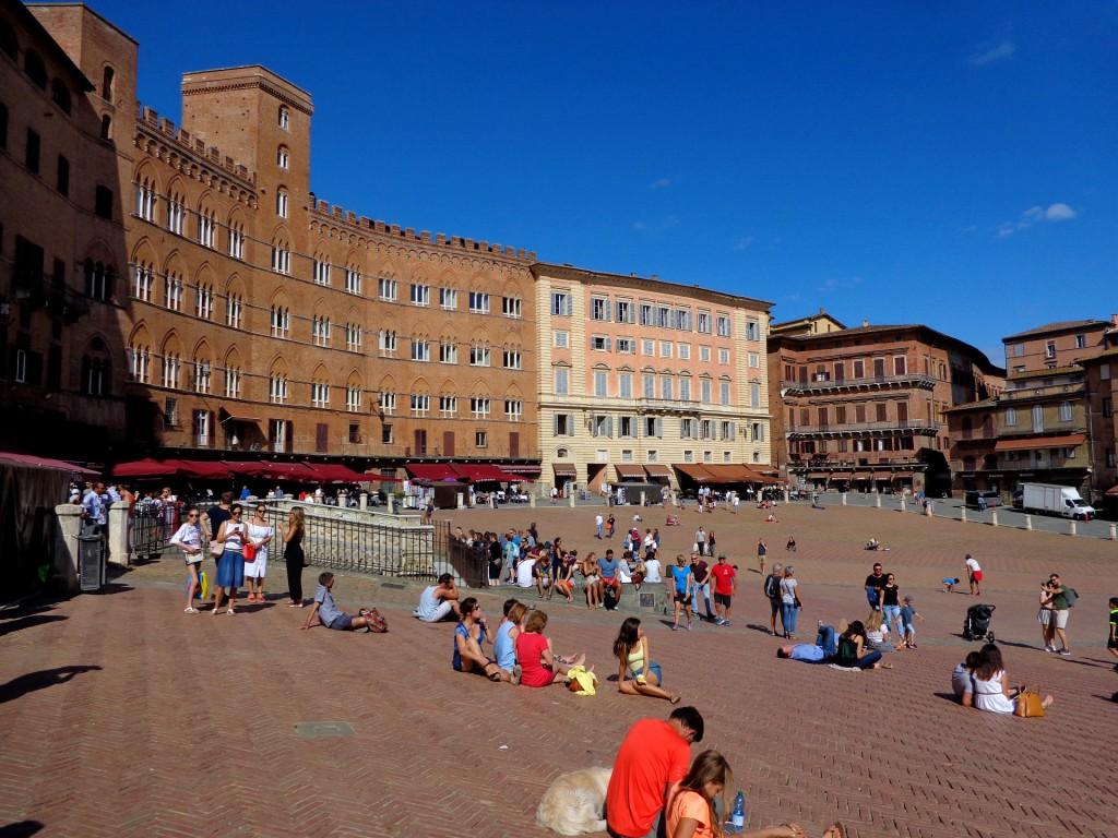 """Площад """"Кампо"""" в Сиена"""