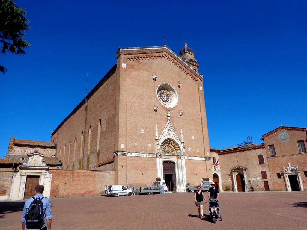 """Сиена, църквата """"Свети Франциск"""""""