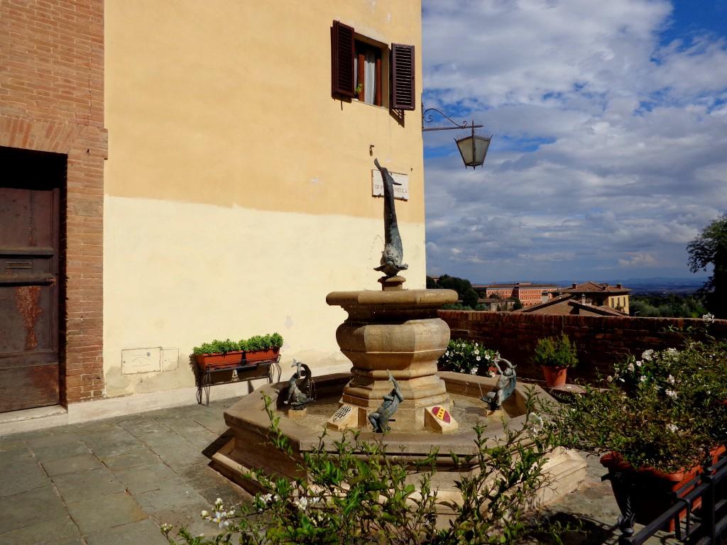 Сиена, фонтан в Контрадата на вълната