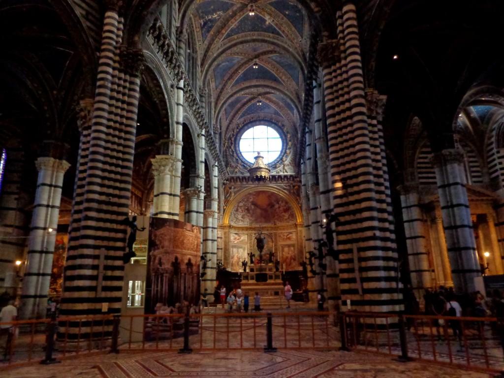 Катедралата в Сиена - вътрешен изглед
