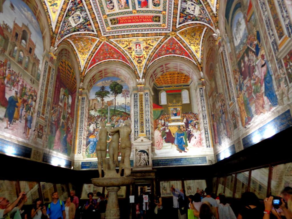 Катедралата в Сиена - библиотека Пиколомини с творби на Пинтурикио и трите грации