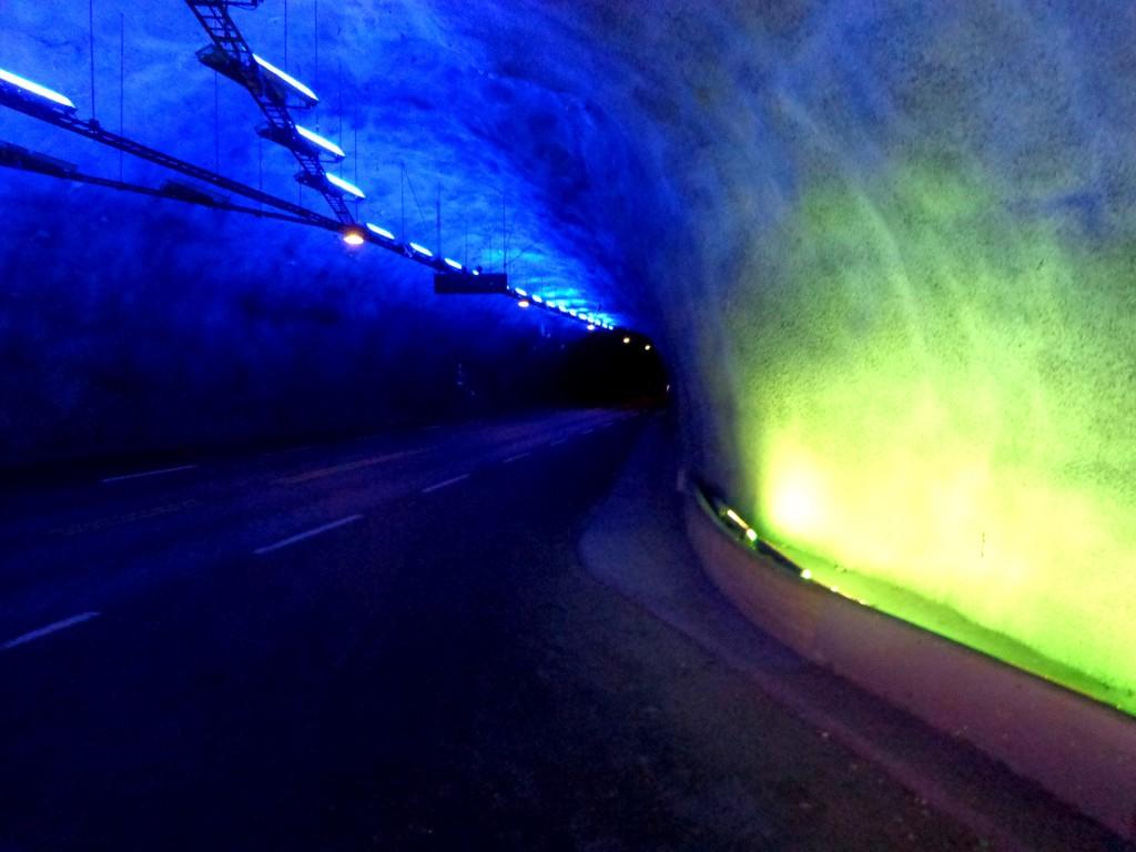"""Да се разходим из тунела """"Лаердал"""""""