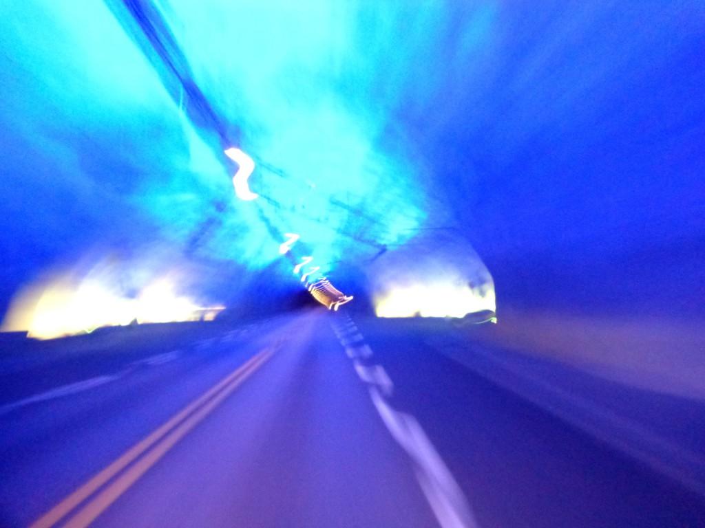 """Тунелът """"Лаердал"""" - ако шофьорът задреме и пресече осевата линия, чува се неприятен звук"""