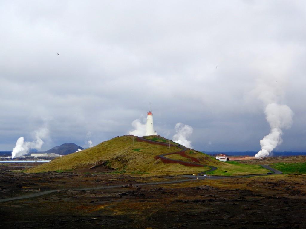 Най-старият исландски фар Рейкянесвити