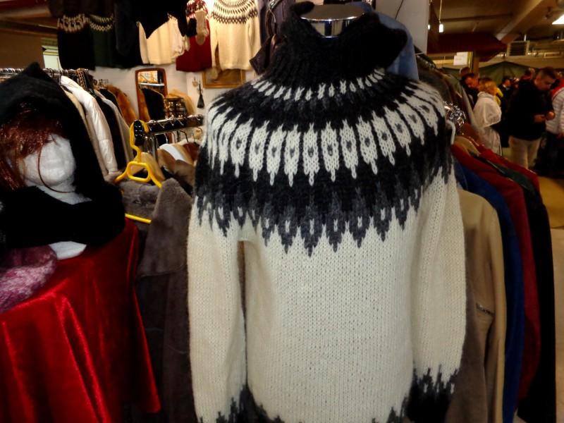 """Битпазарът в Рейкявик крие интересни находки, като стилизирания пуловер """"лопапейса"""""""