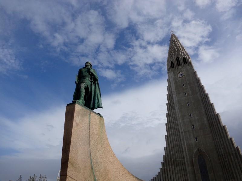 Статуята на мореплавателя Лейф Ериксон, открил Америка, е подарена от САЩ