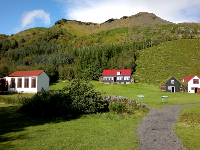 Училището, къщата от Холт и селската къща от Skál, Síða