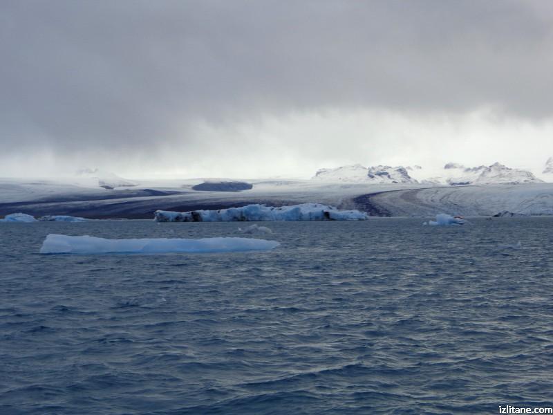 """Ледената лагуна Йокулсарлон - 5, айсберги на фона на ледника """"Брейдамеркюрйокутл"""""""