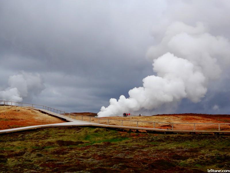 """Геотермална активност на топлия извор """"Гунехвер"""" в Югозападна Исландия"""